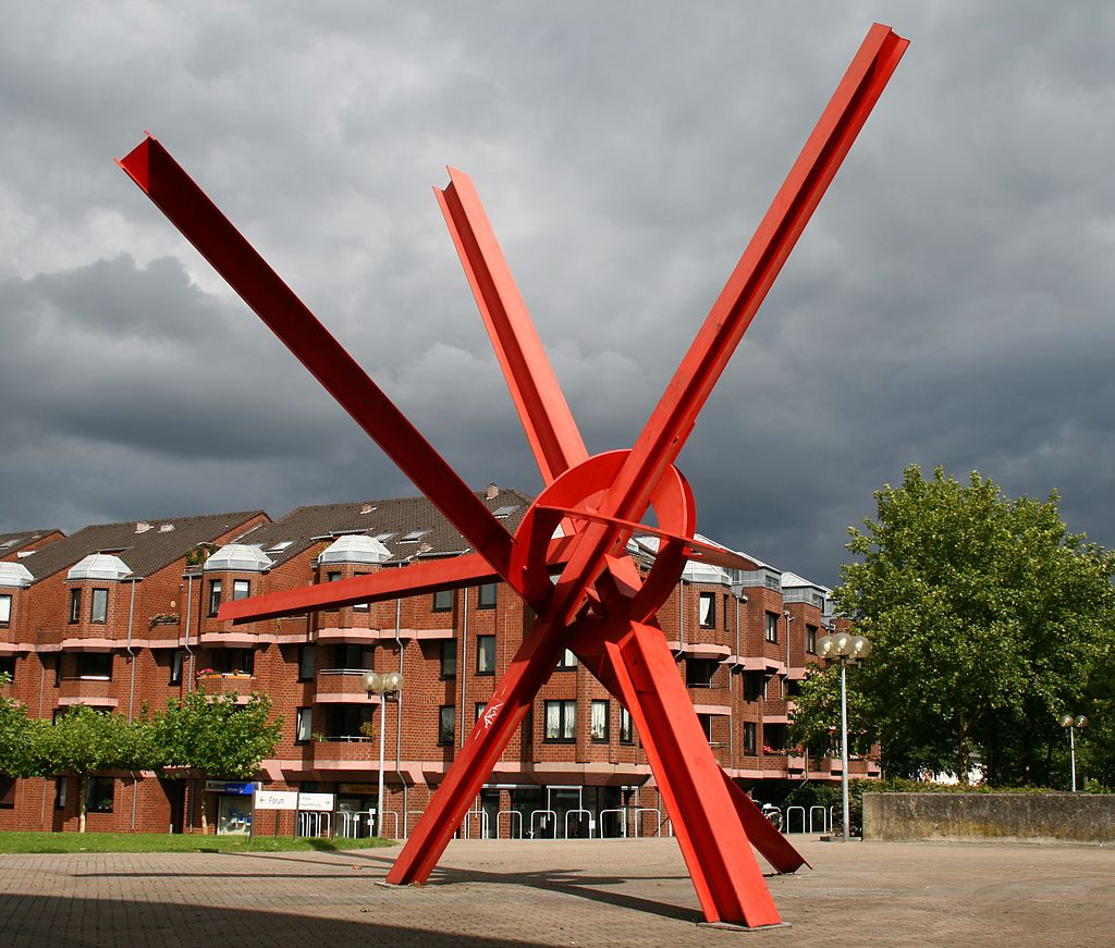Mark di Suvero, New Star, public sculpture in Germany. Photo by Ichmichi at German Wikipedia